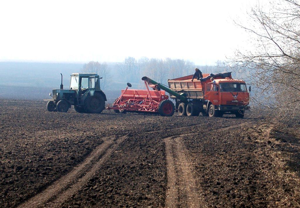 Жамбылские фермеры продолжают весенне-посевные работы