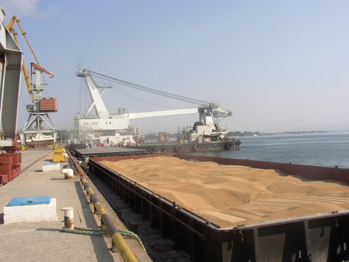 Неопределенность зернового рынка давит на судовладельцев в Азовском регионе