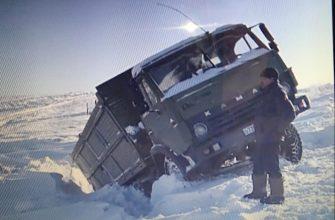 На Востоке машины с углем для сельчан утонули в снегу