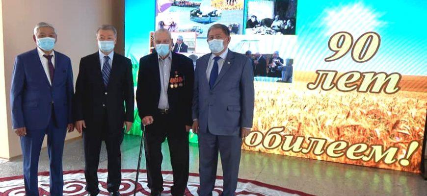 На Востоке поздравили ветерана АПК с 90-летием
